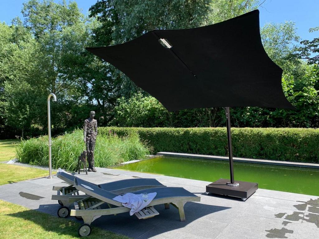 wohnraum-meerbusch-Umbrosa-Spectra-cantilever-umbrella-Multibat14